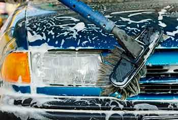 Zo moet je dus geen auto wassen