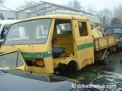 Gele VW LT doka op autosloperij