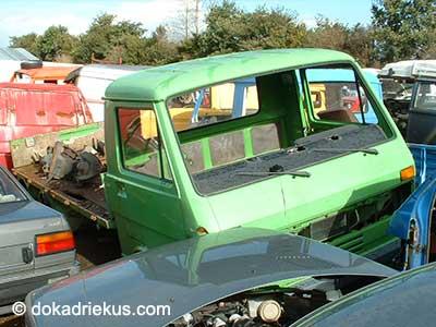 Groene VW LT pick-up op autosloperij