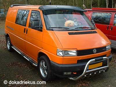 Oranje VW T4 bestelbus