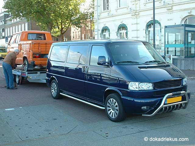 T3 op autoambulance achter VW T4