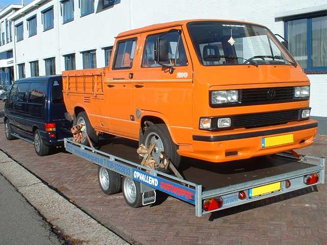 T3 op autotransporter achter VW T4