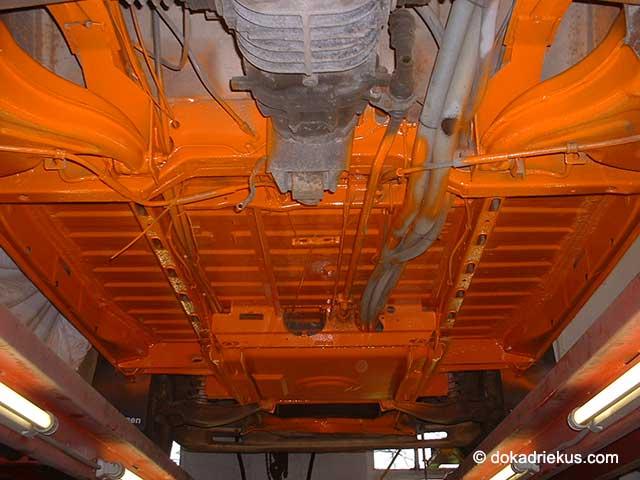 Het chassis van mijn T3 doka in de oranje 2K lak