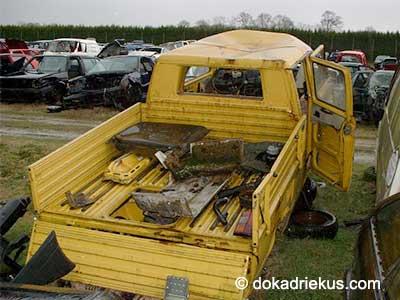 Gele VW T3 doka op autosloperij