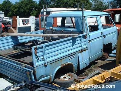 Lichtblauwe VW T3 doka op autosloperij
