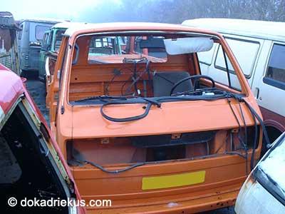 Oranje VW T3 pick-up luchtgekoeld op autosloperij