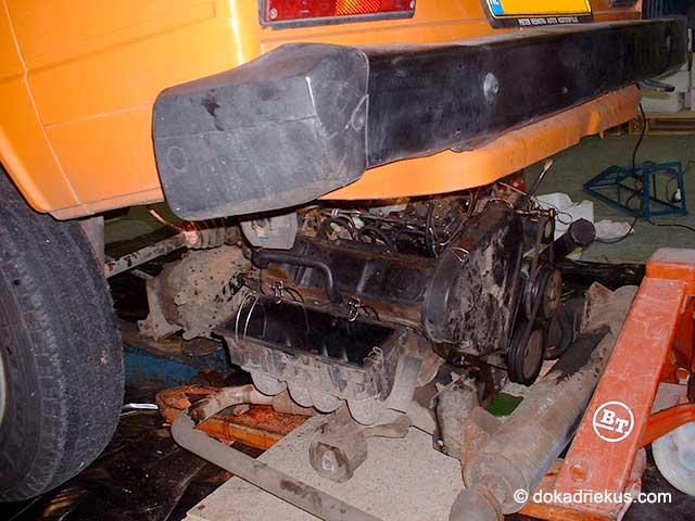 Het oude motorblok komt onder de T3 vandaan