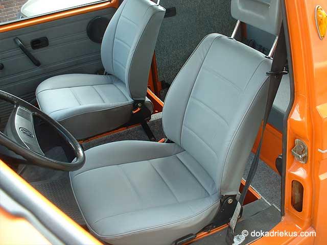 De stoelen van de T3 doka zijn met leder bekleed