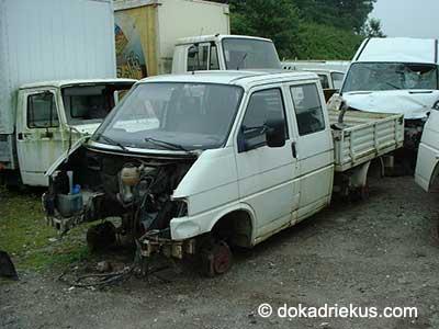Witte VW T4 doka op autosloperij
