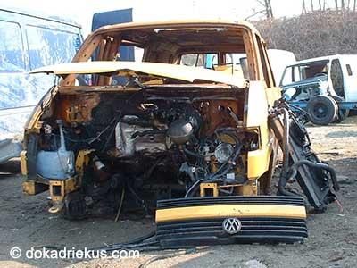 Gele VW T4 doka op autosloperij