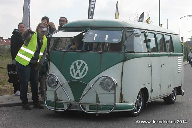 VW T1 barndoor arriveert op meeting