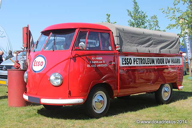VW T1 pick-up met ESSO petroleum reclame