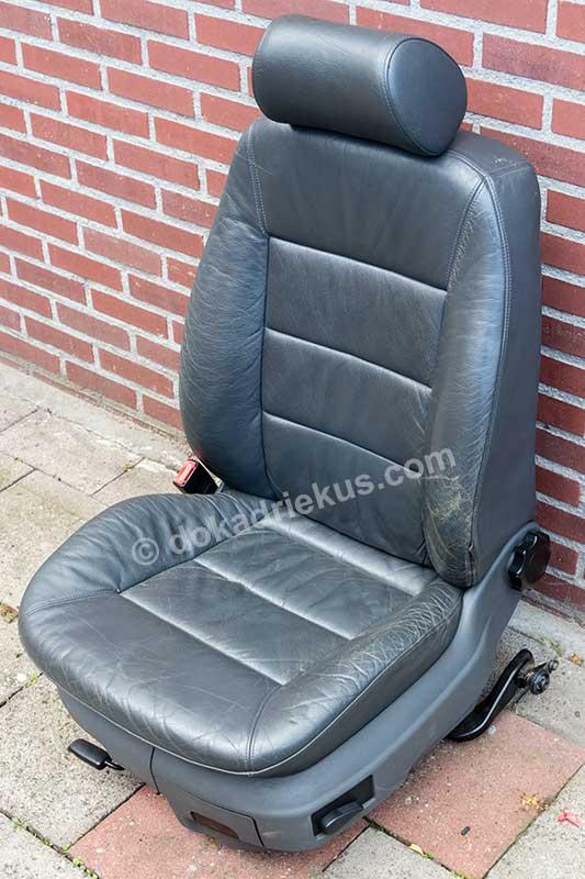 Een autostoel uit een Audi A6 met verwaarloosde leren bekleding